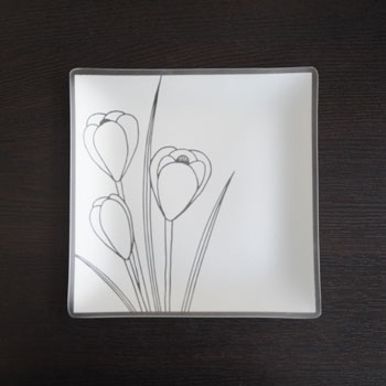 crocus-design-on-plate