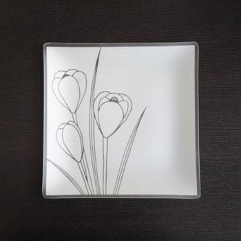 crocus-design-on-plate