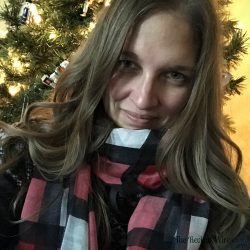 Thirty-One Gifts Avenue Scarf
