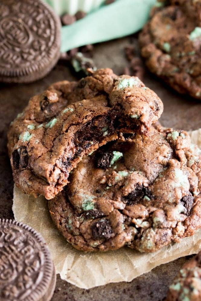 chocolate-mint-oreo-cookies.jpg