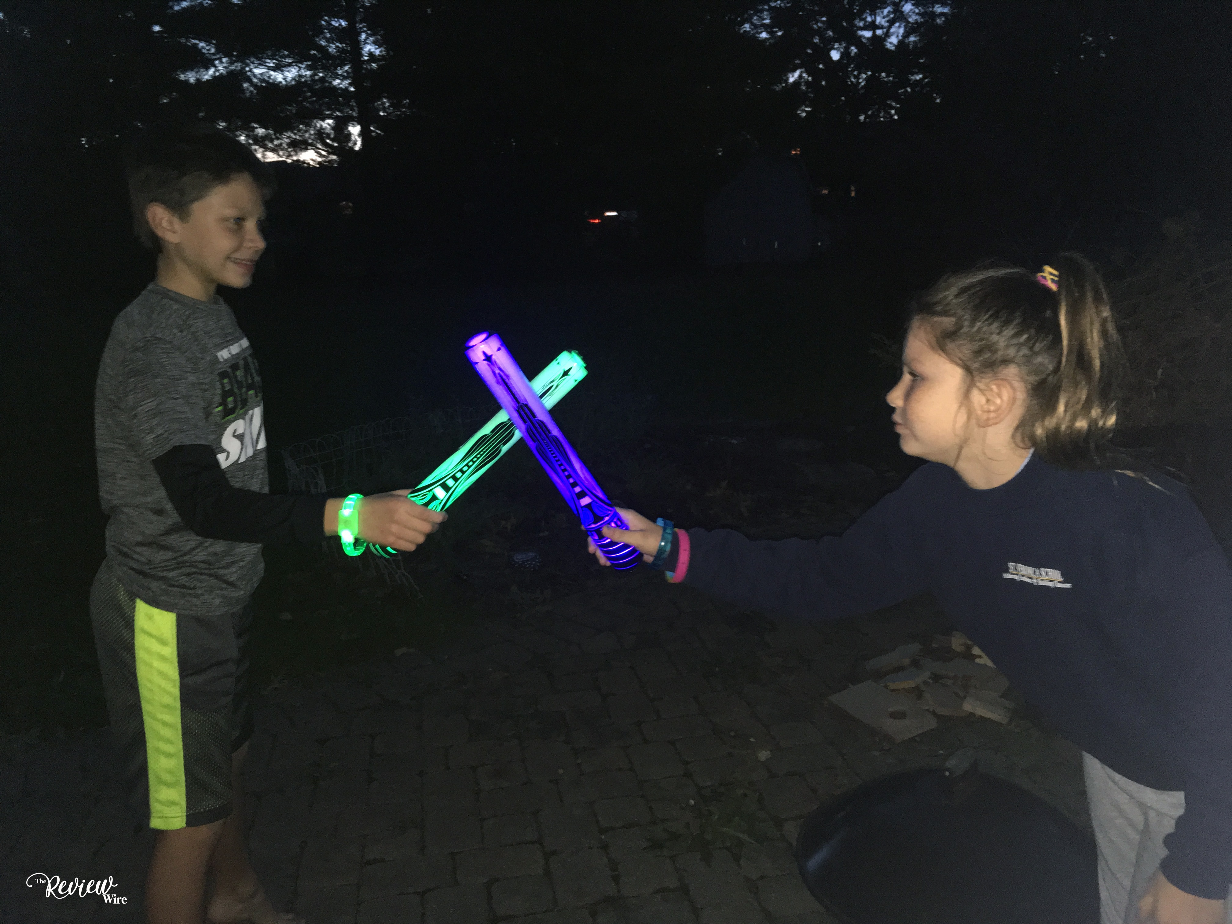 The Review Wire: Starlux Games Glow Battle Review