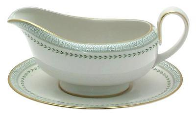 The Review Wire: Thanksgiving Must Haves -Gravy Boat