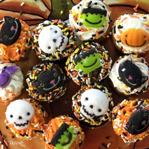 The Review Wire - Bake Me A Wish! Mini Halloween Cupcakes