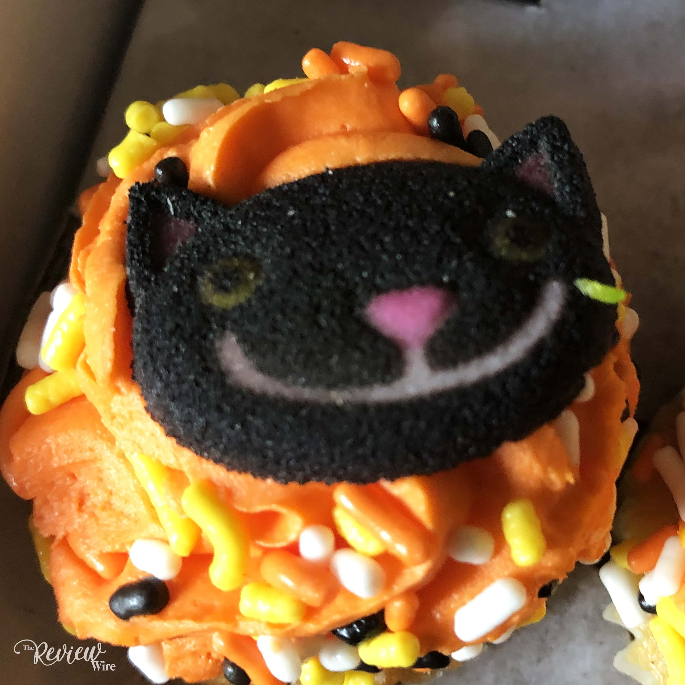 The Review Wire - Bake Me A Wish! Mini Halloween Cupcakes - Cat
