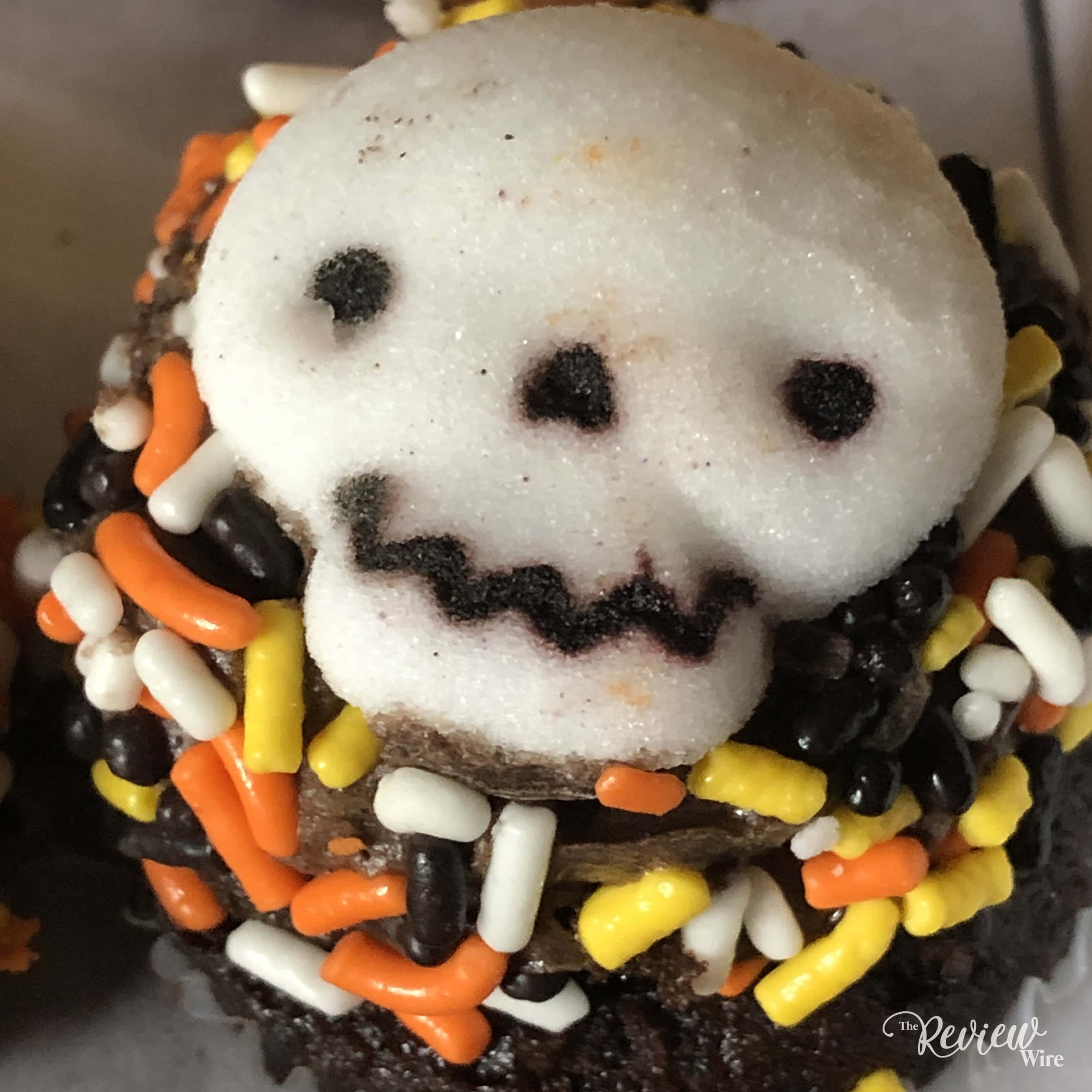 The Review Wire - Bake Me A Wish! Mini Halloween Cupcakes - Skeleton