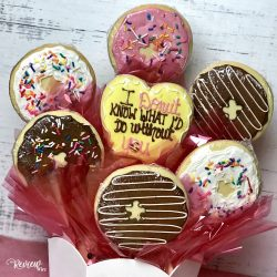 The Review Wire Valentine Guide 2020: Sprinkled with Love Cookie Bouquet