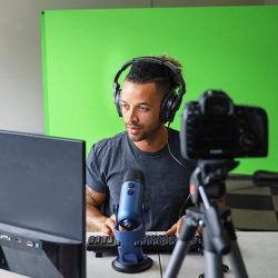 The Review Wire Holiday Gift Guide 2020: Explorer 90 Professional Green Screen + Background Bundle