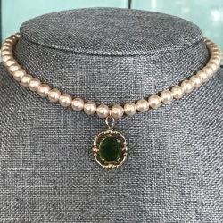 The Review Wire: 27 Bridgerton Gift Ideas Fit for a Queen: Bridgerton Pearl Choker