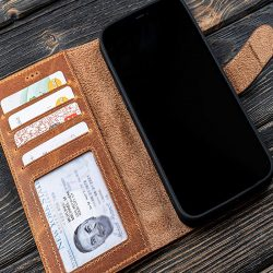 The Review Wire Father's Day Guide 2021: Galen Leather Co. iPhone Wallet Case