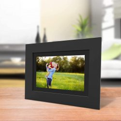 The Review Wire Summer Guide: PhotoShare Friends and Family Smart Frame